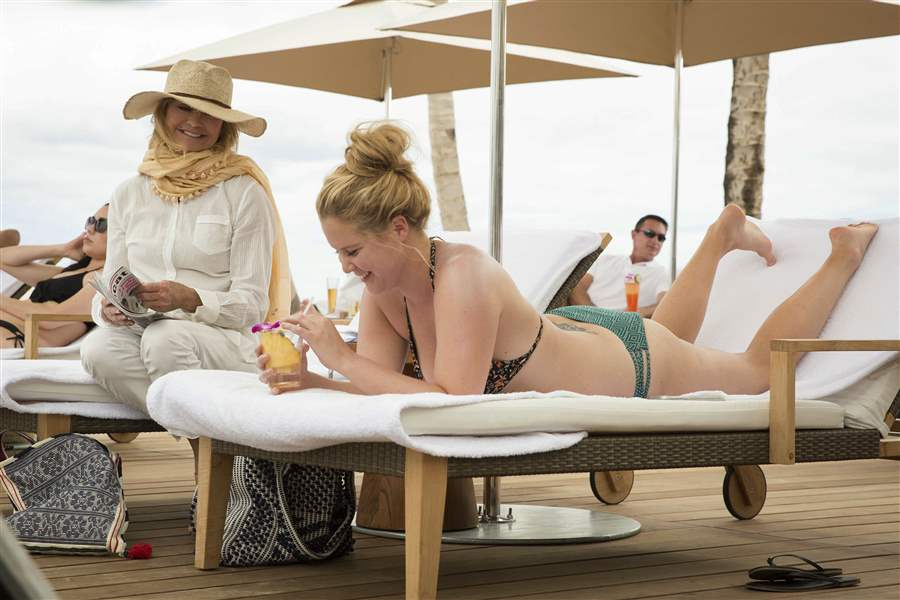 Goldie Hawn And Amy Schumer Have A Non-Dream Vacation In 'Snatched'