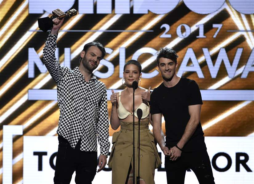 Drake Beats Adele's Record by Taking Home 13 Billboard Music Awards