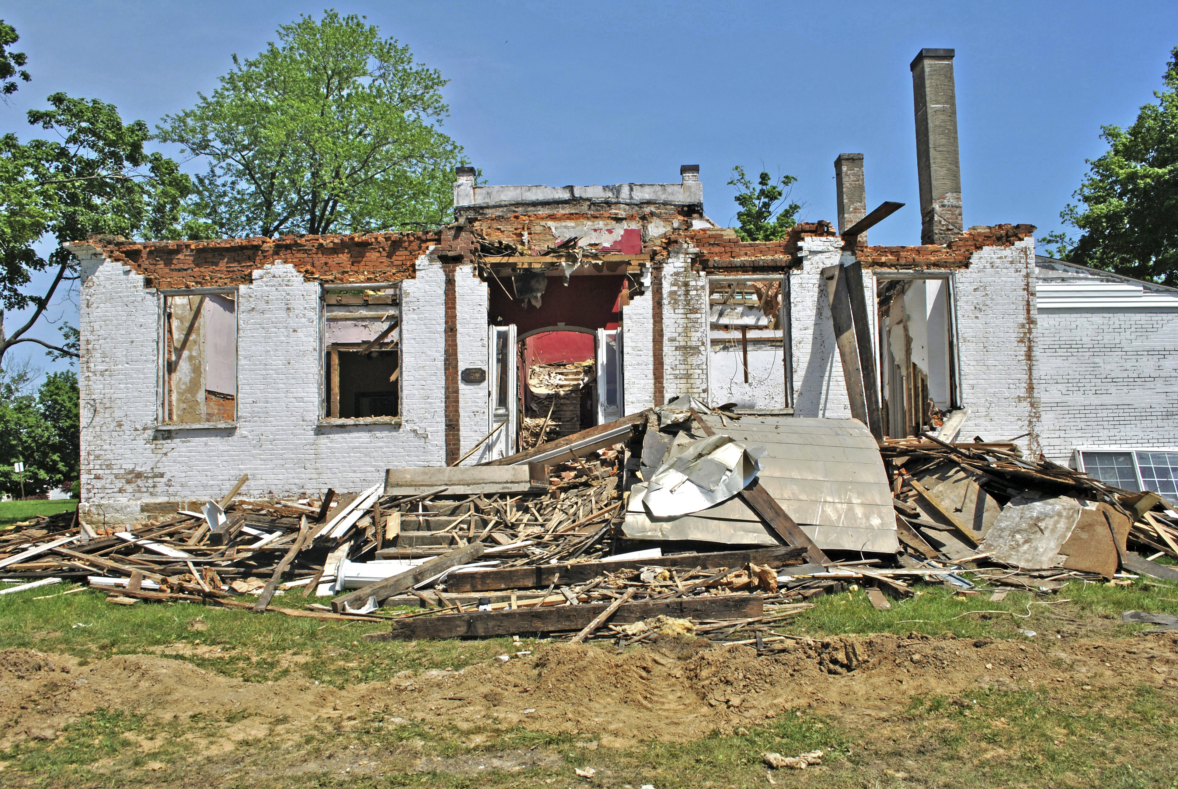 Demolition Begins On Historic Ohio Home Built In The 1830s