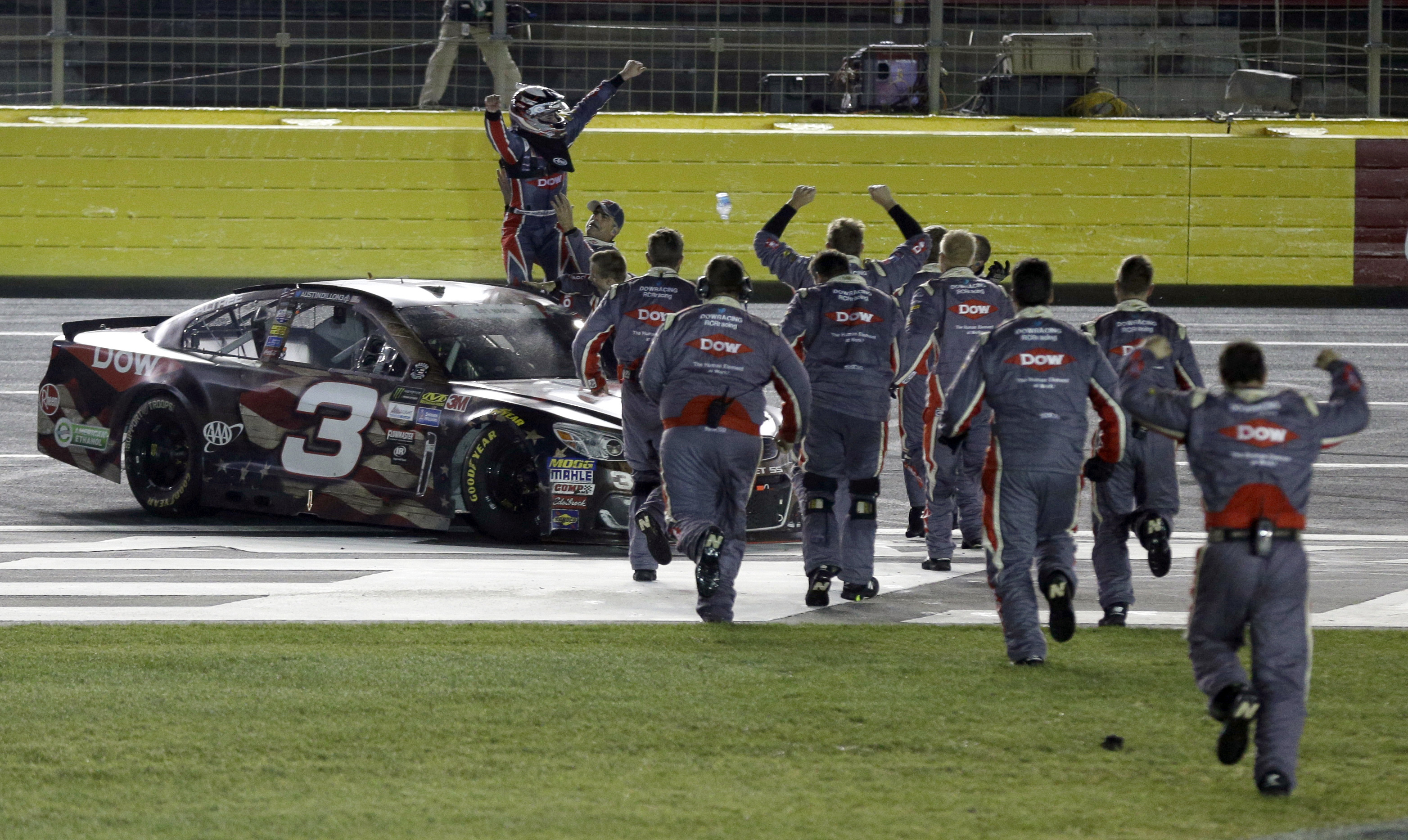 dillon wins coca cola 600 in for first nascar cup victory. Black Bedroom Furniture Sets. Home Design Ideas