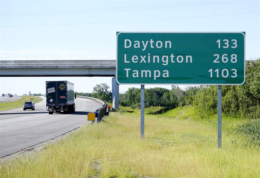 new signs on i 75 help steer drivers to faraway places the blade. Black Bedroom Furniture Sets. Home Design Ideas