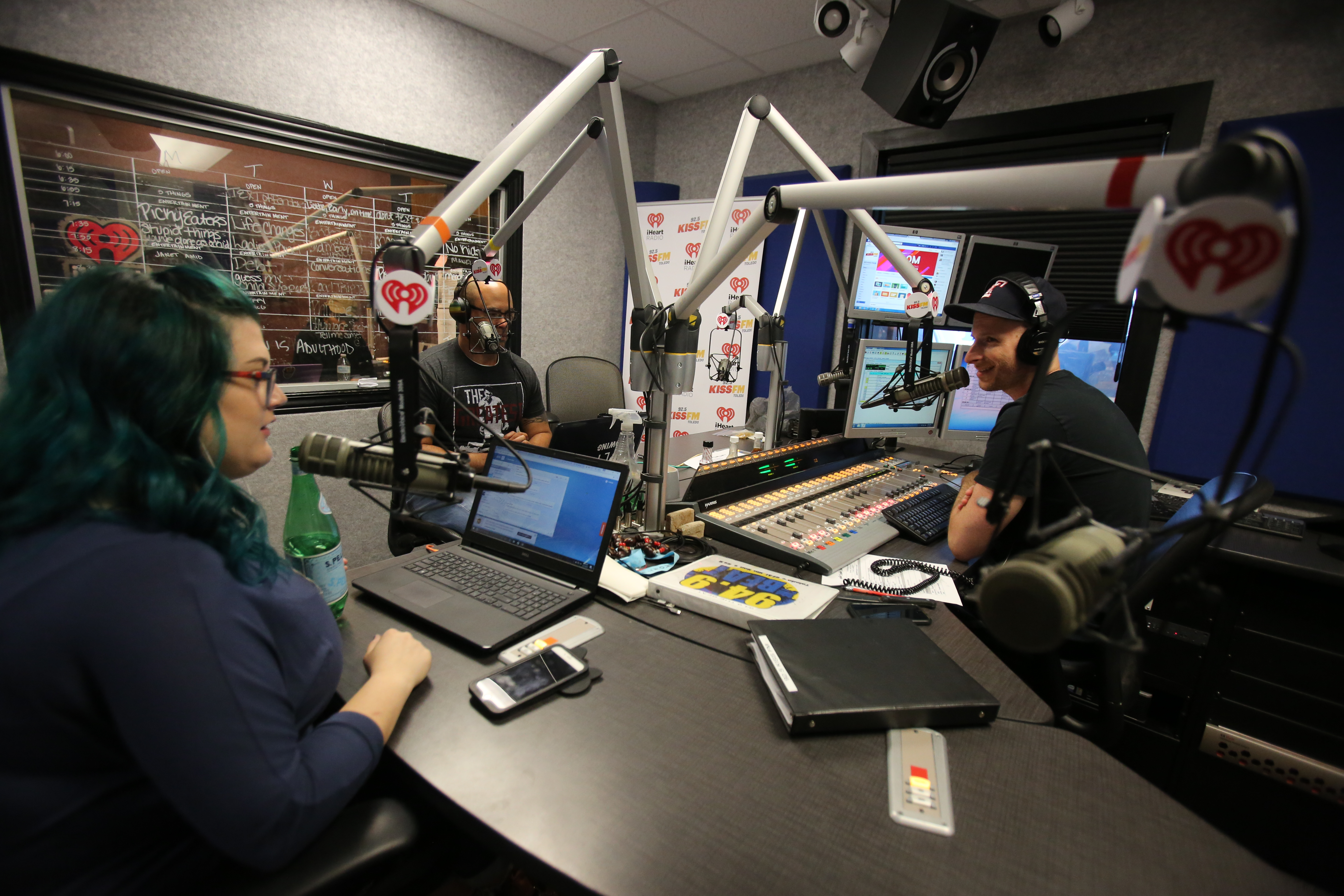 Iheartmedia Turns The Dial On Kiss Fm S Morning Rush The Blade