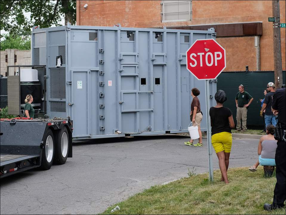 Louie the Elephant is loaded onto a truck to go to Omaha's Henry Doorly Zoo & Aquarium, June 22, at the Toledo Zoo.