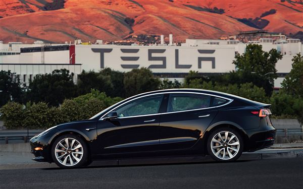 Tesla Model 3 gets choice of 50kWh or 75kWh battery