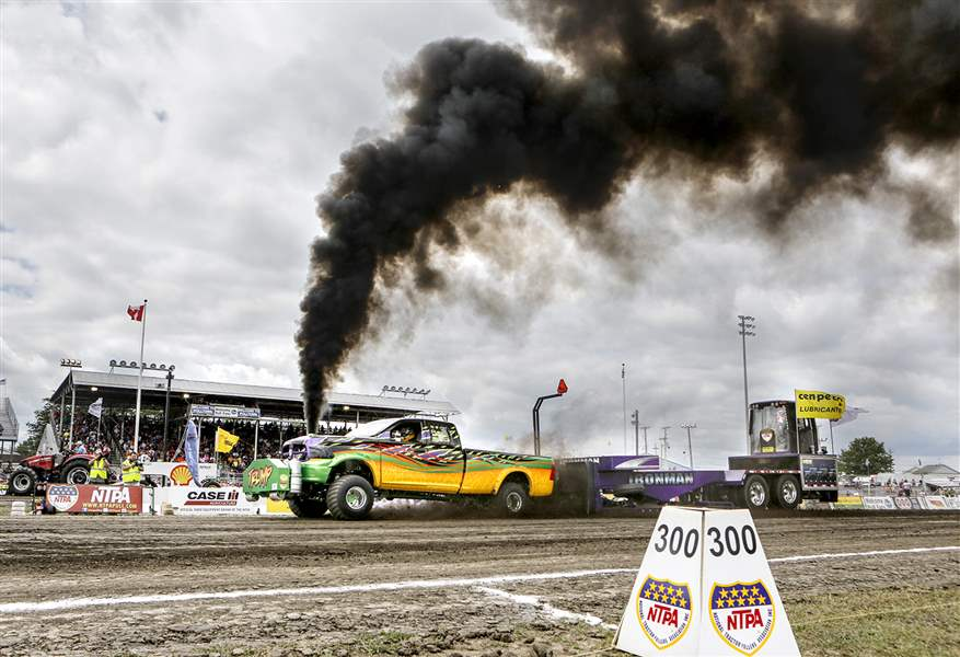 National Tractor Pulling Championships draw thousands to Bowling Green - The Blade
