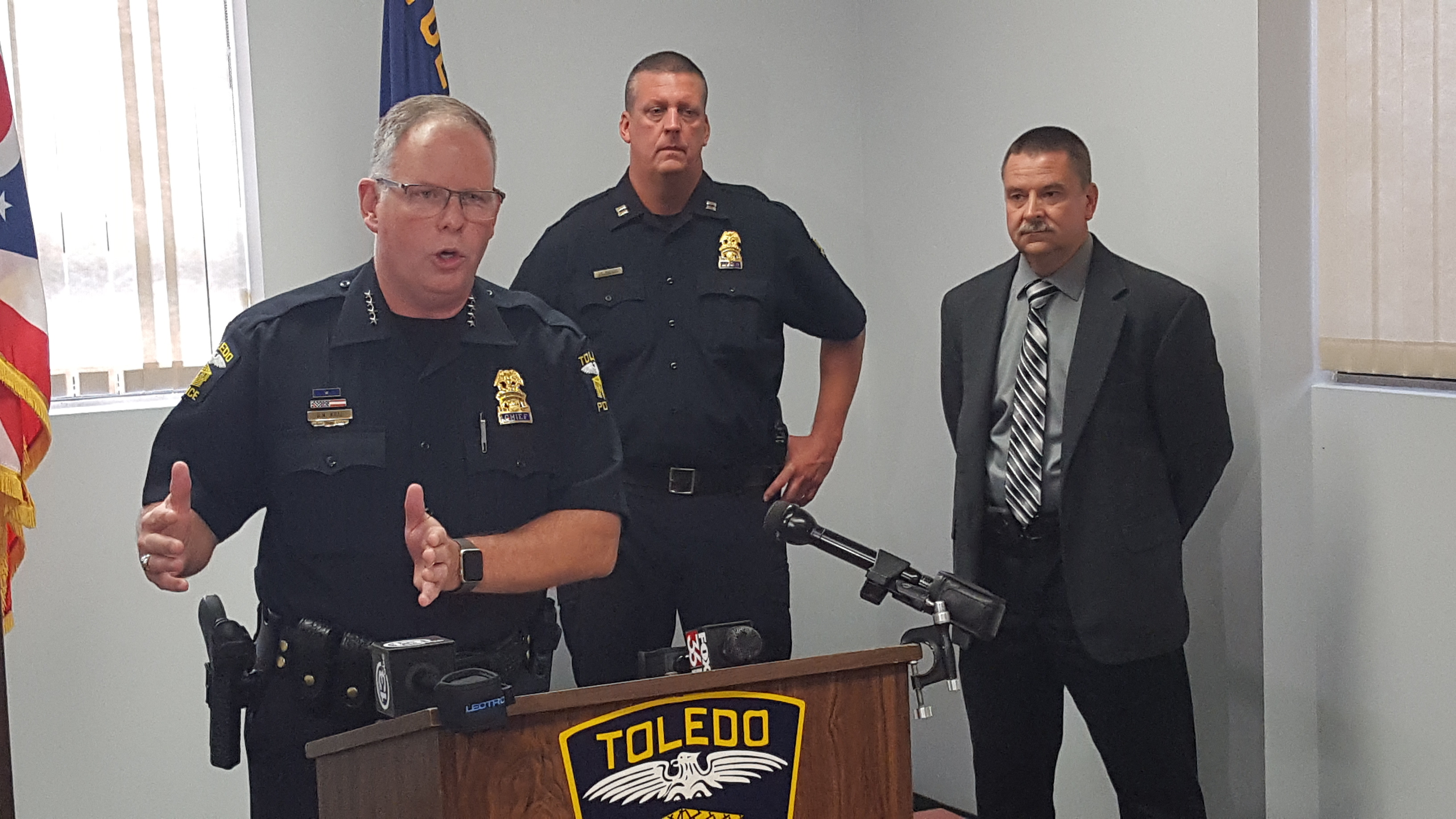 a police officer responding to a domestic violence scenario