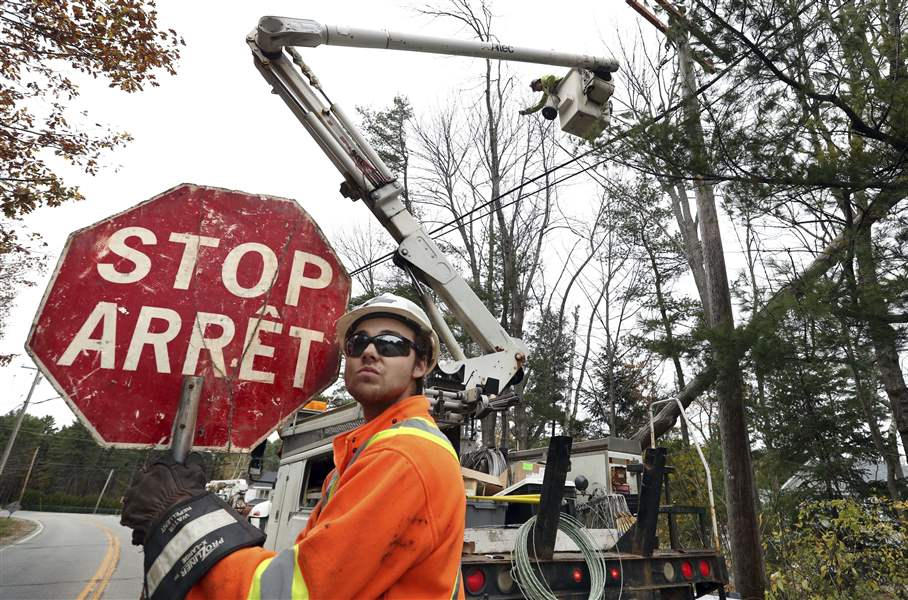 Hundreds of utility crews working in Maine on power ...