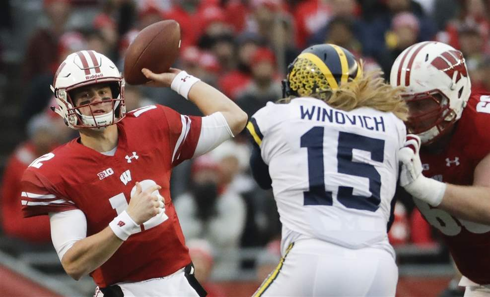 Michigan-Wisconsin-Football-7