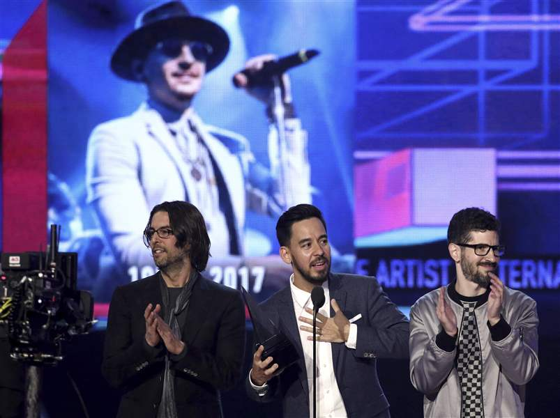 APTOPIX-2017-American-Music-Awards-Show-1
