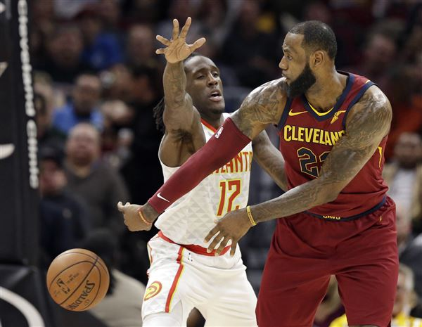 James leads Cavs in romp over Hawks