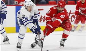 Maple-Leafs-Red-Wings-Hockey-15