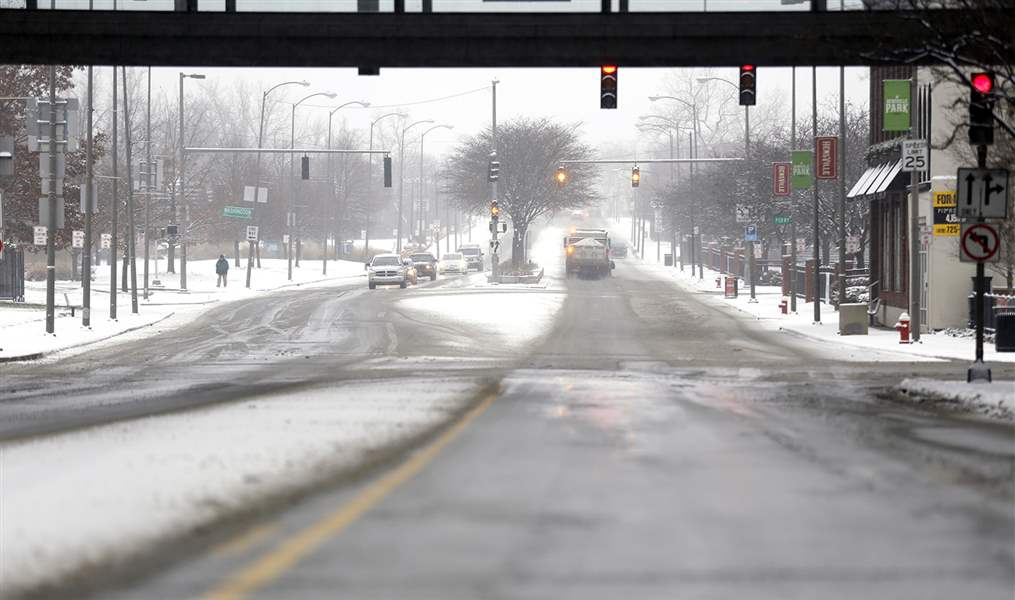 Chilly weekend ahead; rain and sleet possible early next week — FORECAST