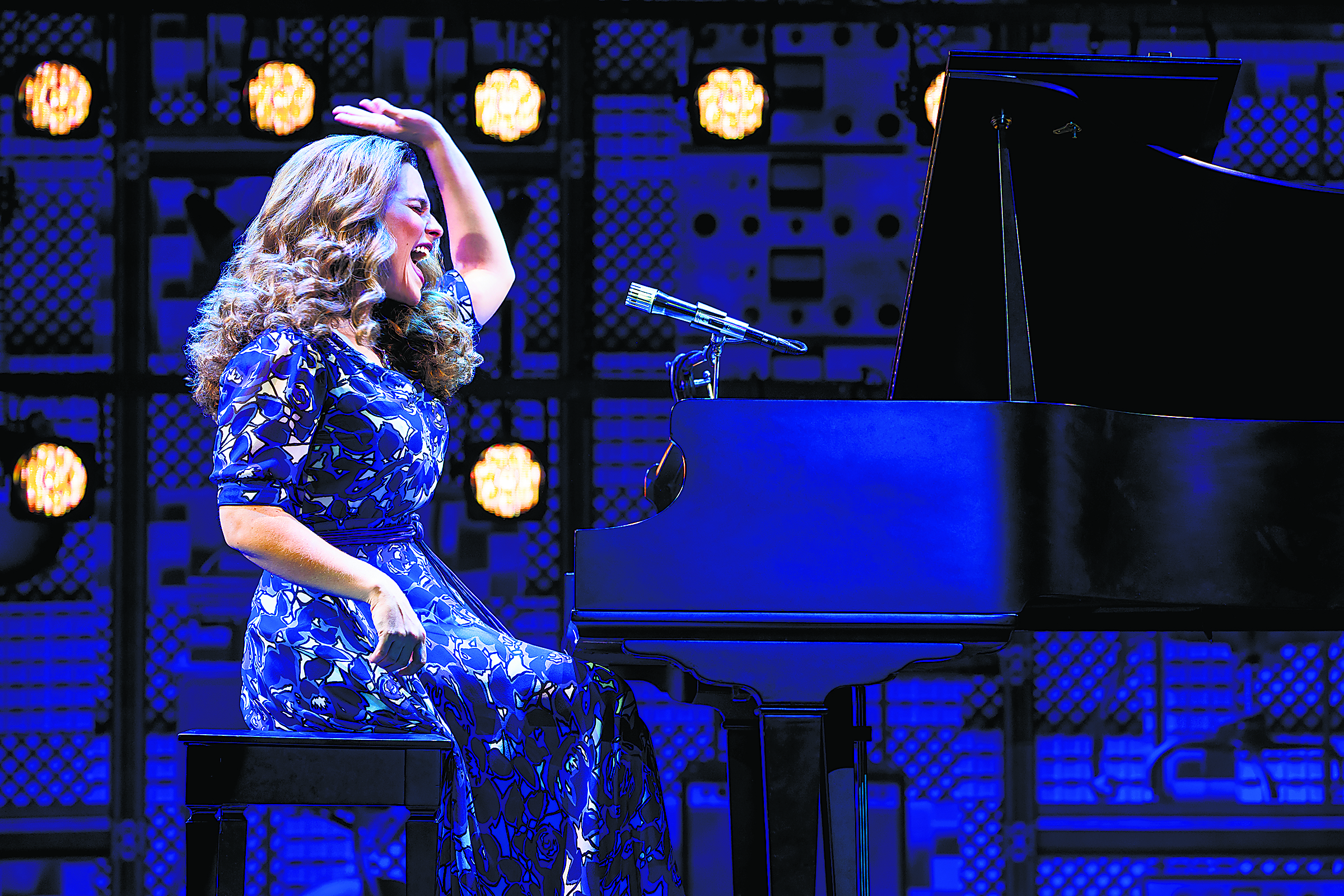 Cast Of Touring Production Of Carole King Beautiful