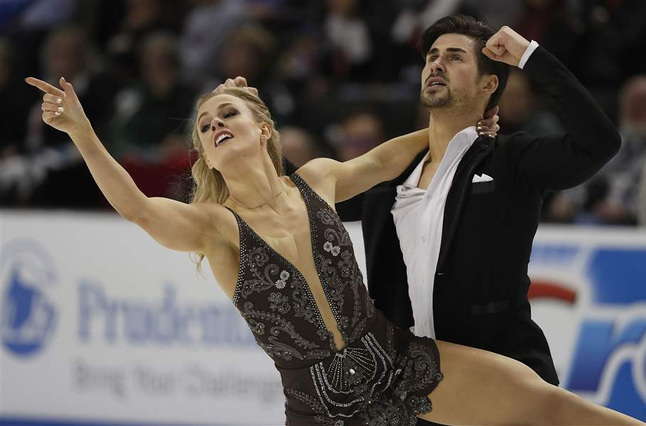 Virtue, Moir poised for second gold medal of PyeongChang after short dance