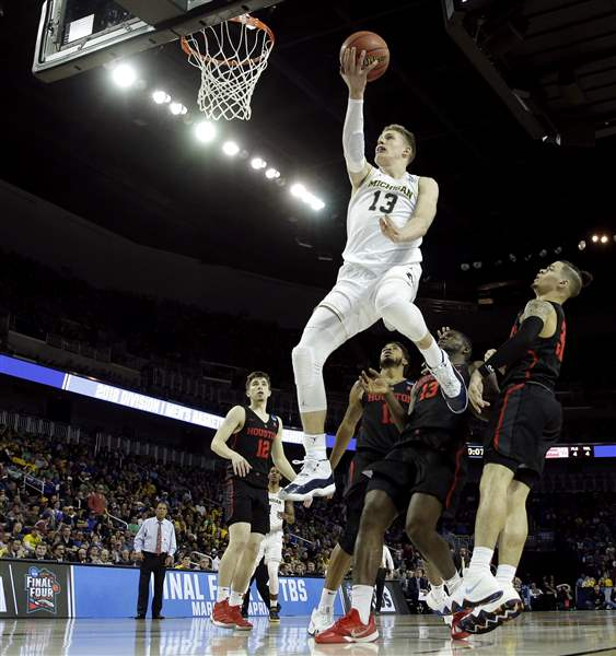 NCAA Tournament: Streaking Michigan routs Texas A&M 99-72 in West semifinals