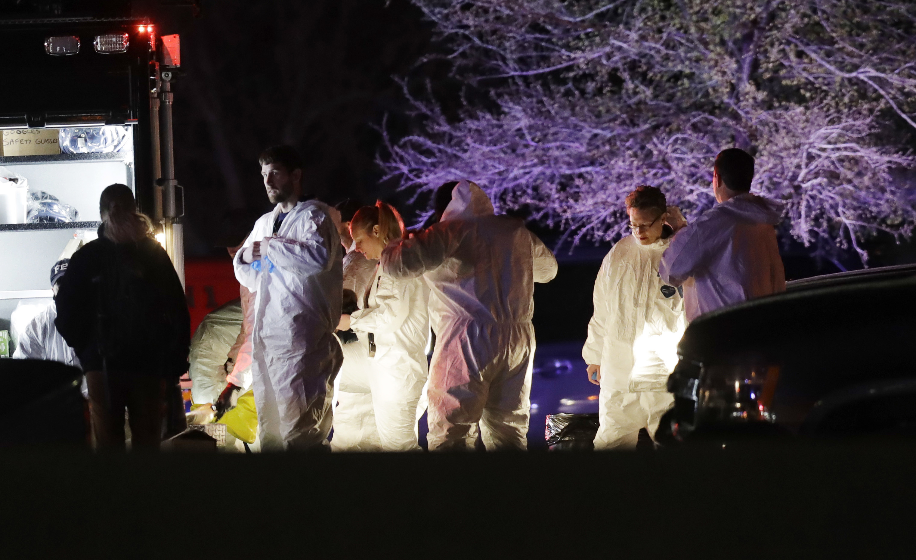 Austin bombing suspect blows himself up as SWAT moves in ...