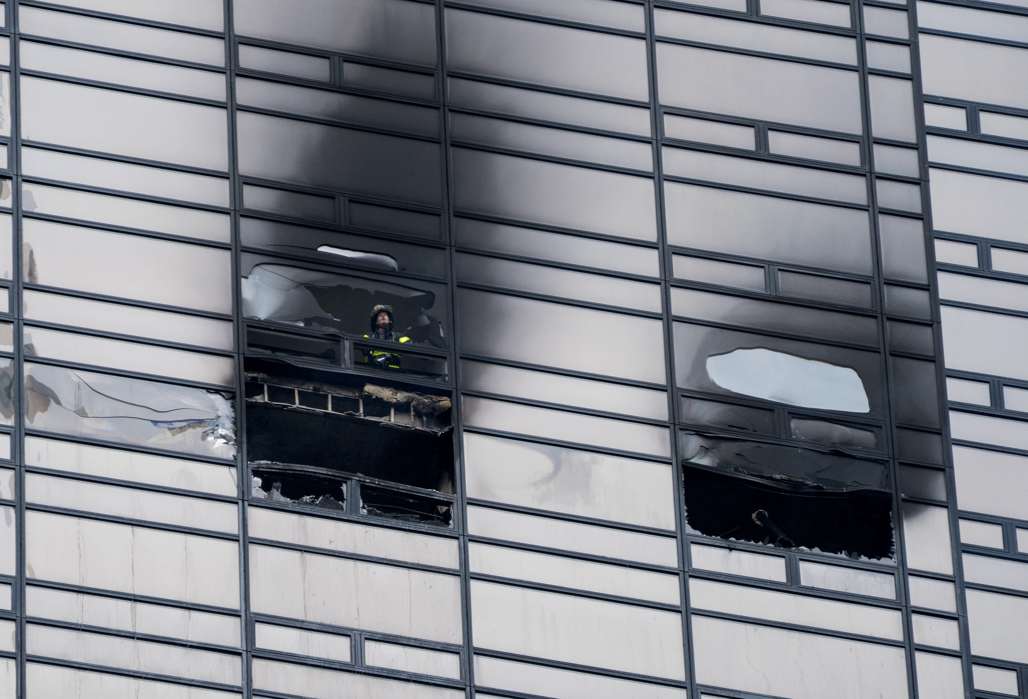 man killed in fire at trump tower in new york