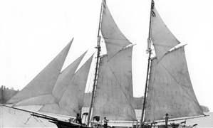 Lettie-May-Similar-in-size-and-Rigging-to-the-Lake-Serpent-jpg