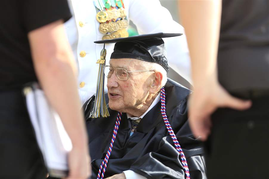 96-year-old finally gets university degree
