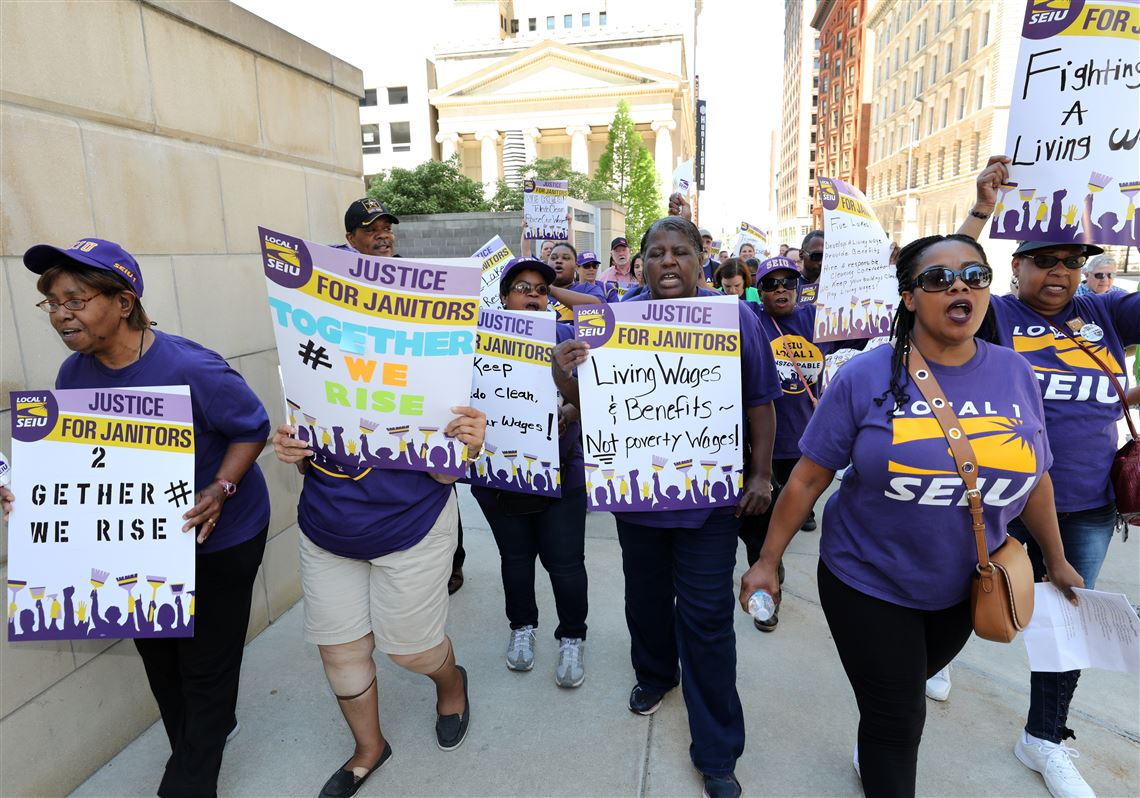 PHOTO GALLERY: SEIU rally at PNC Building | Toledo Blade