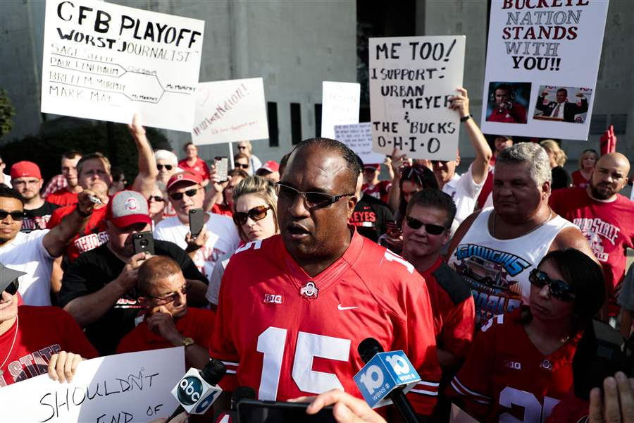 Buckeyes Fans Rally for Embattled Urban Meyer at Ohio Stadium