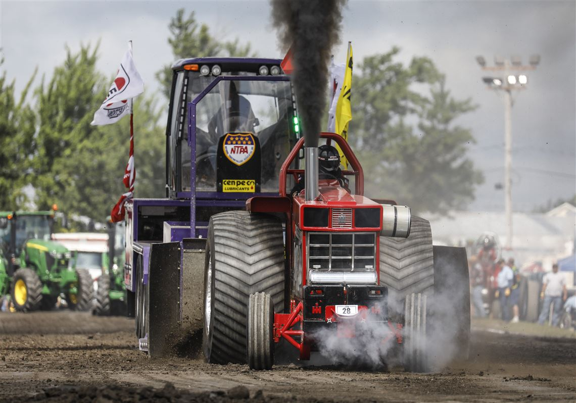 Annual B G  tractor pulling event pulls in drivers from all