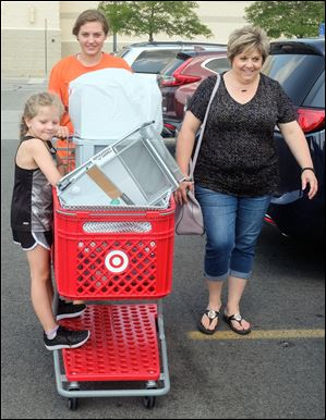 Incoming Bowling Green State University freshman Heather Lammers of Leipsic, Ohio, shops for dorm supplies with her mother Christa Lammers and sister Samantha, 5.