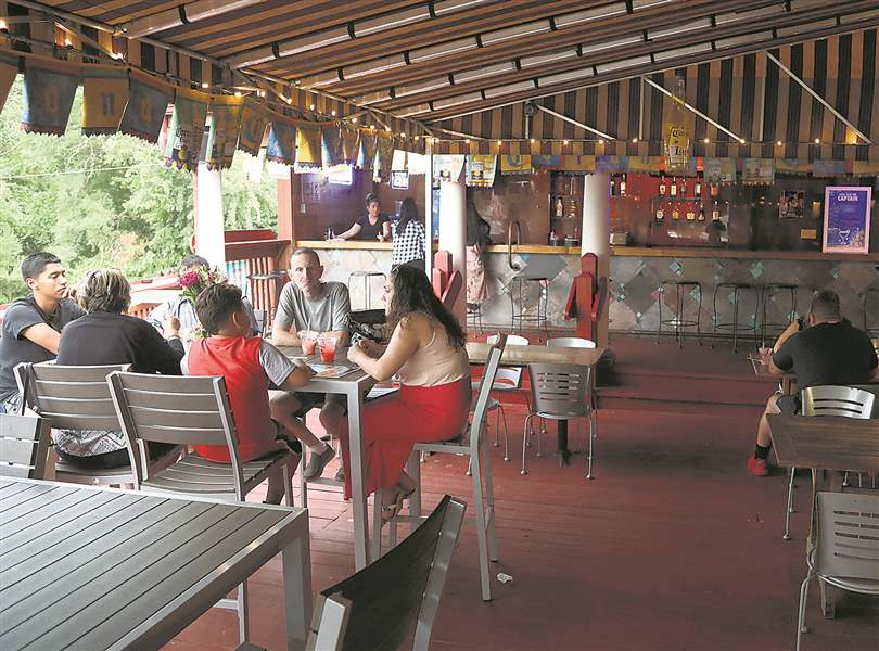 Summer seating sizzles in Toledo area - The Blade