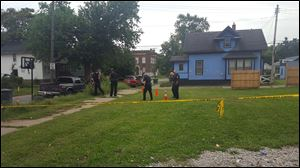 Toledo police respond to reports of a shooting on the 600 block Thayer  Street.
