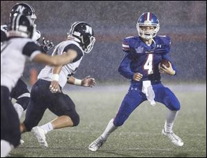 Springfield High School quarterback AJ Gucciardo, shown in a 2016 game, threw for 353 yards Friday in a loss to Olentangy Liberty.