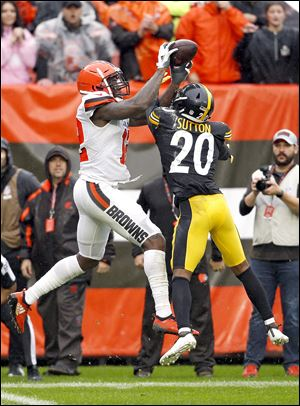 Cleveland Browns wide receiver Josh Gordon catches a 17-yard touchdown pass under pressure from Pittsburgh Steelers cornerback Cameron Sutton.