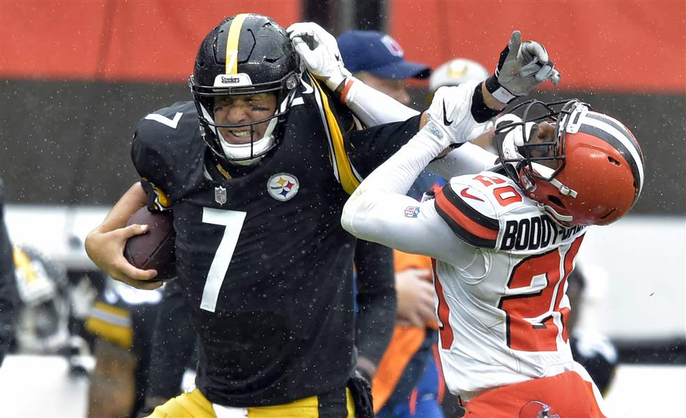 Steelers-Browns-Football-48