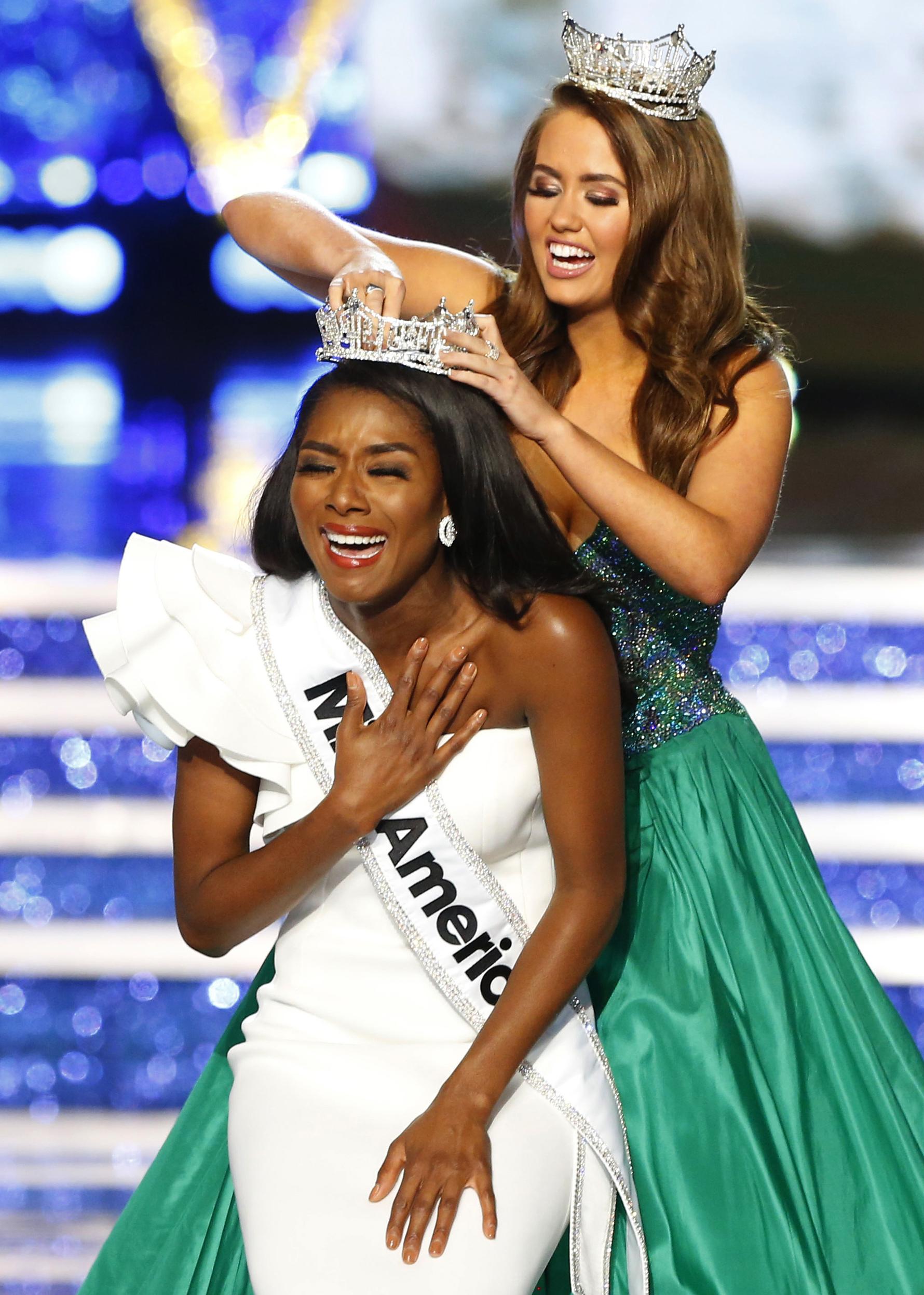 Miss Universe Winner 2013, Gabriela Isler, Stuns In A