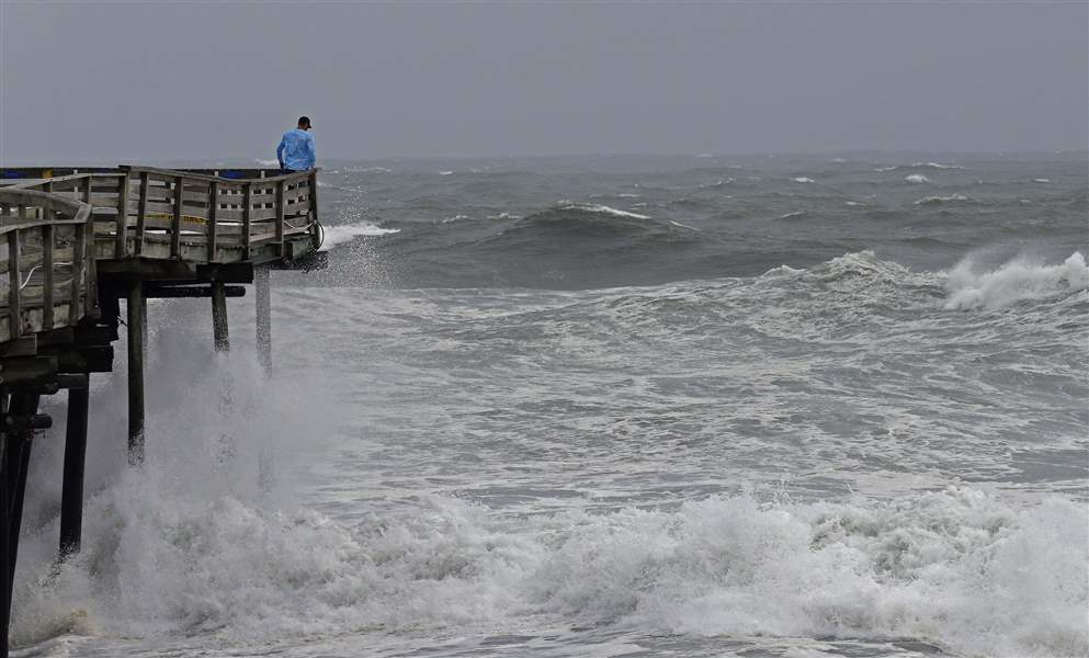 Hurricane hits Carolinas, governor warns 'it's going to get worse'