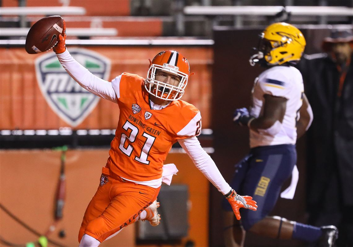 Bowling Green State University WR Scott Miller (21) scores a touchdown against the University of Toledo during 2017 rivalry game.