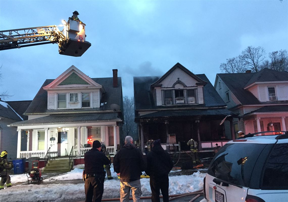 Fire crews rescue young child from South Toledo house fire   Toledo