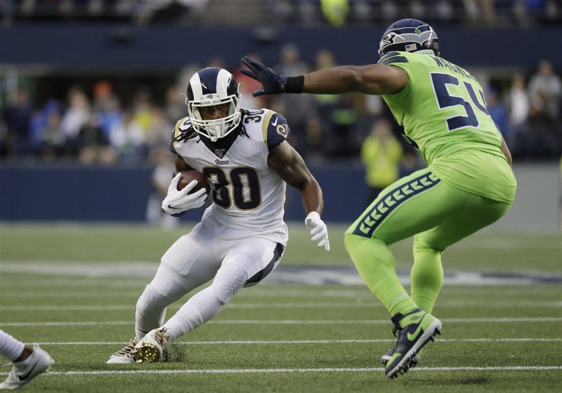 Wilson Throws 4 Td Passes Seahawks Hold Off Rams 30 29