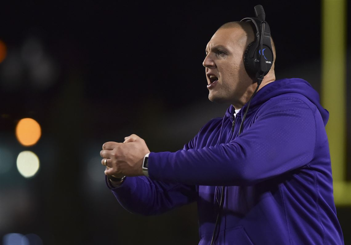 Mount Union head coach Vince Kehres instructs his team in the second half against St. Thomas in the NCAA Division III football championship game Friday, Dec. 18, 2015, in Salem, Va.
