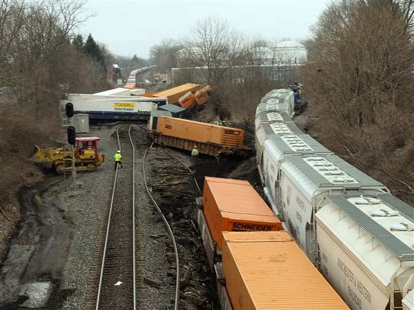 Train Derails Early Thursday In Tiffin The Blade